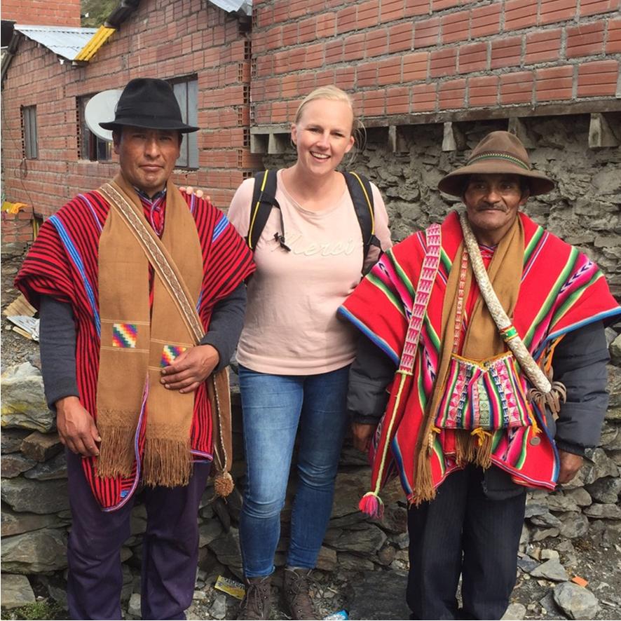 Antropomo about Monique between Aymara men