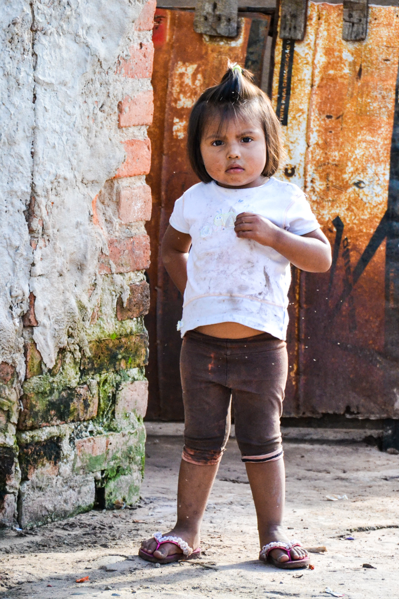 Bolivia - Girl brown white-- 1200px