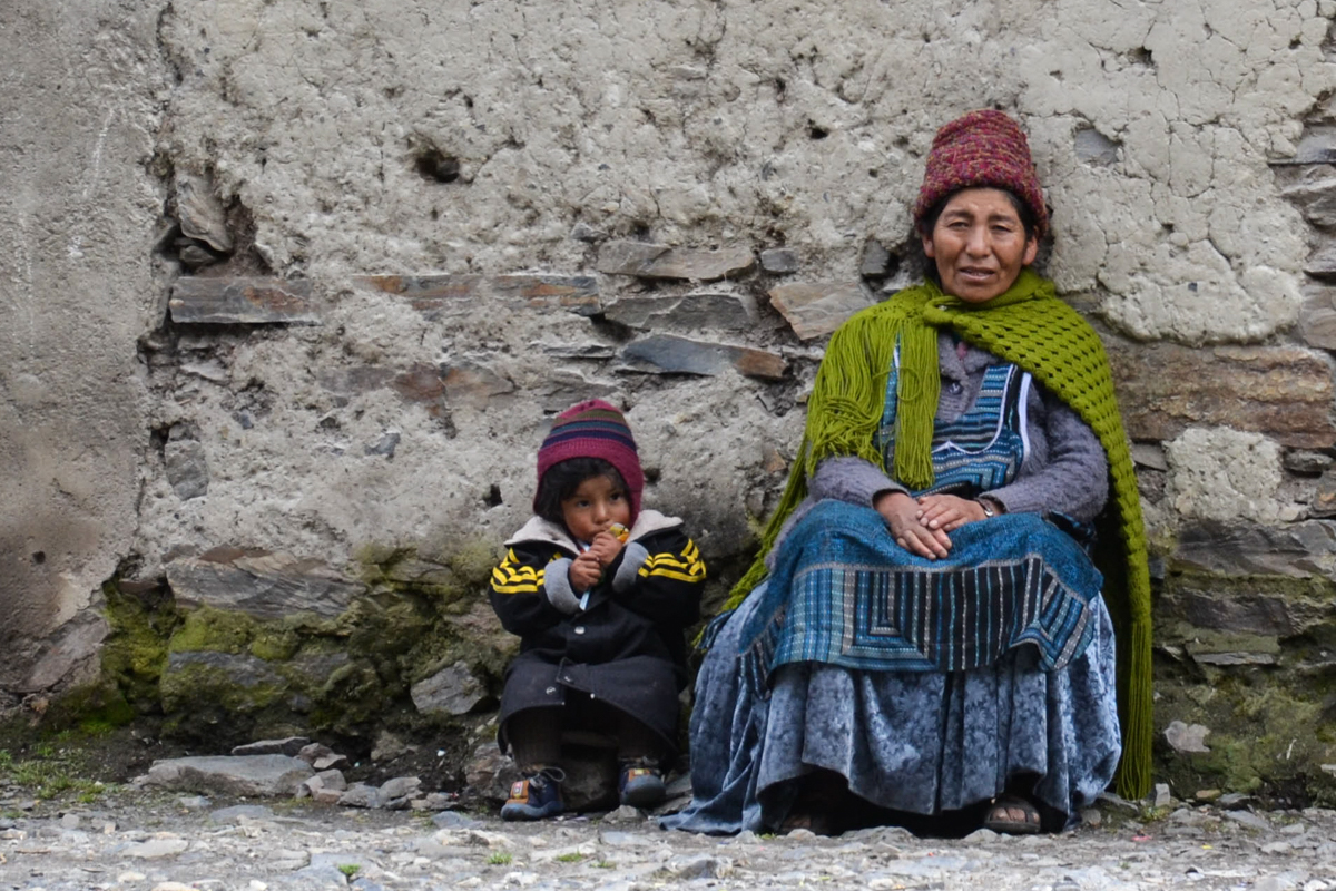 Bolivia - Grandmother and grandson blue green-- 1200px