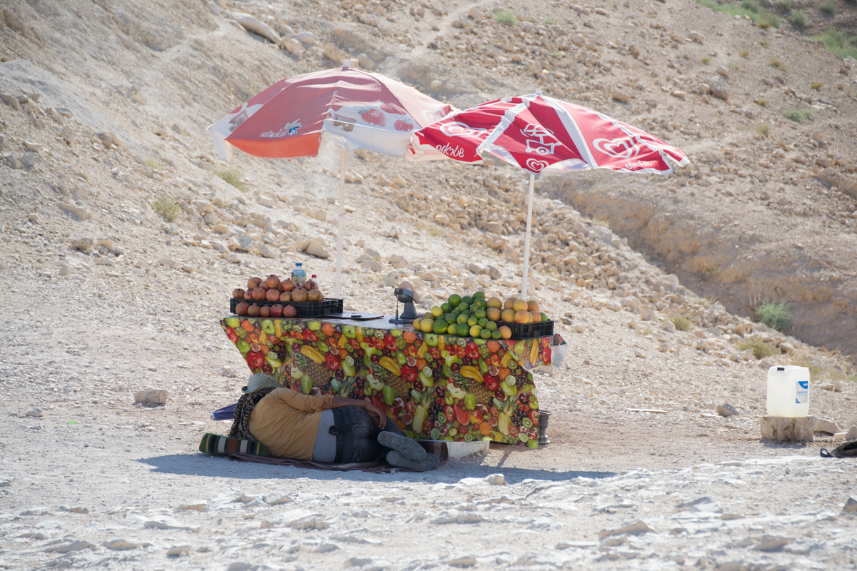 Israel - Fruit salesman in desert- 1200px