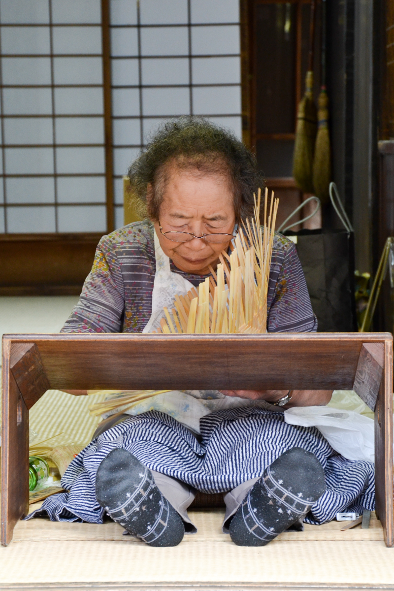 Japan - Making reed hats old lady